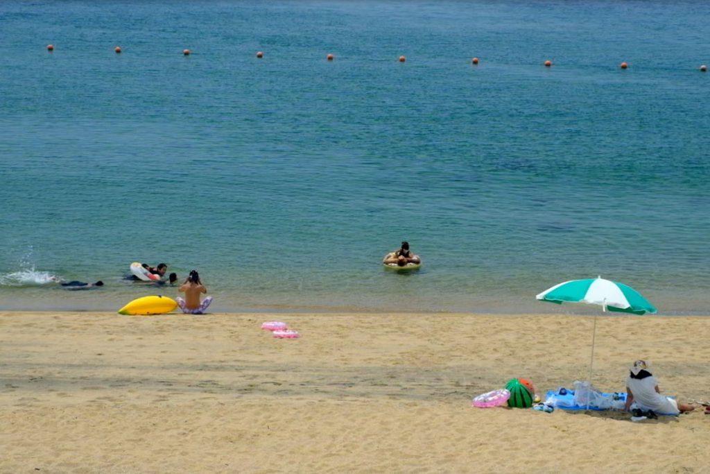 砂浜が広がる「ゴールドビーチ大浜海水浴場」