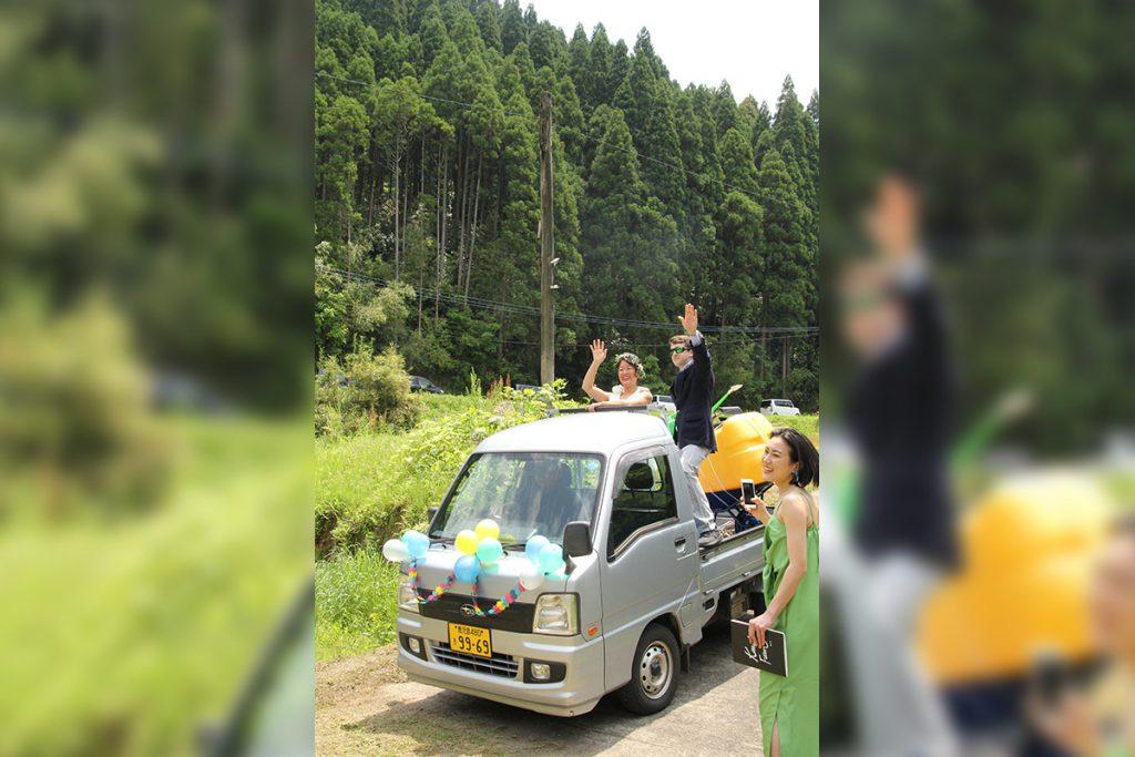 軽トラで入場!!