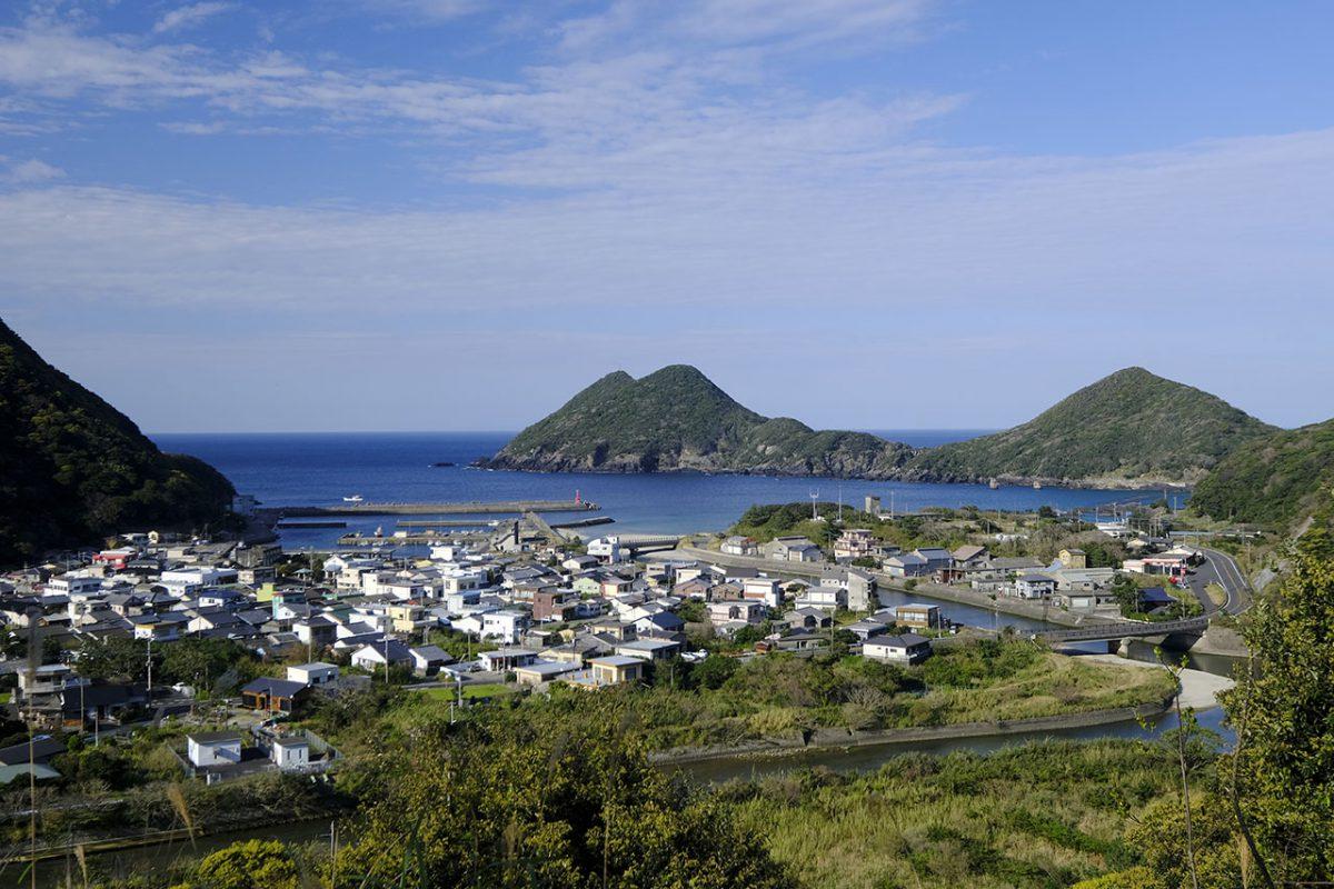 海と山と川が全て揃う屋久島の風景