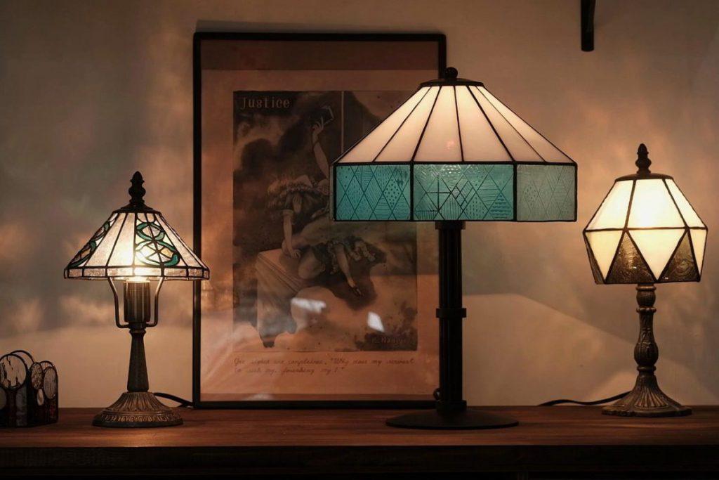 井町さんが制作したステンドグラスのランプ